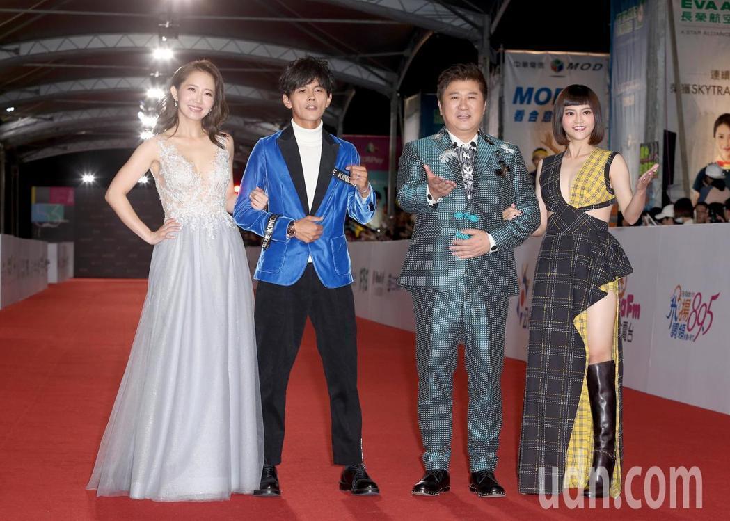 以《綜藝大集合》入圍最佳主持人的謝忻(左一),也選穿由LinLi Boutiqu...