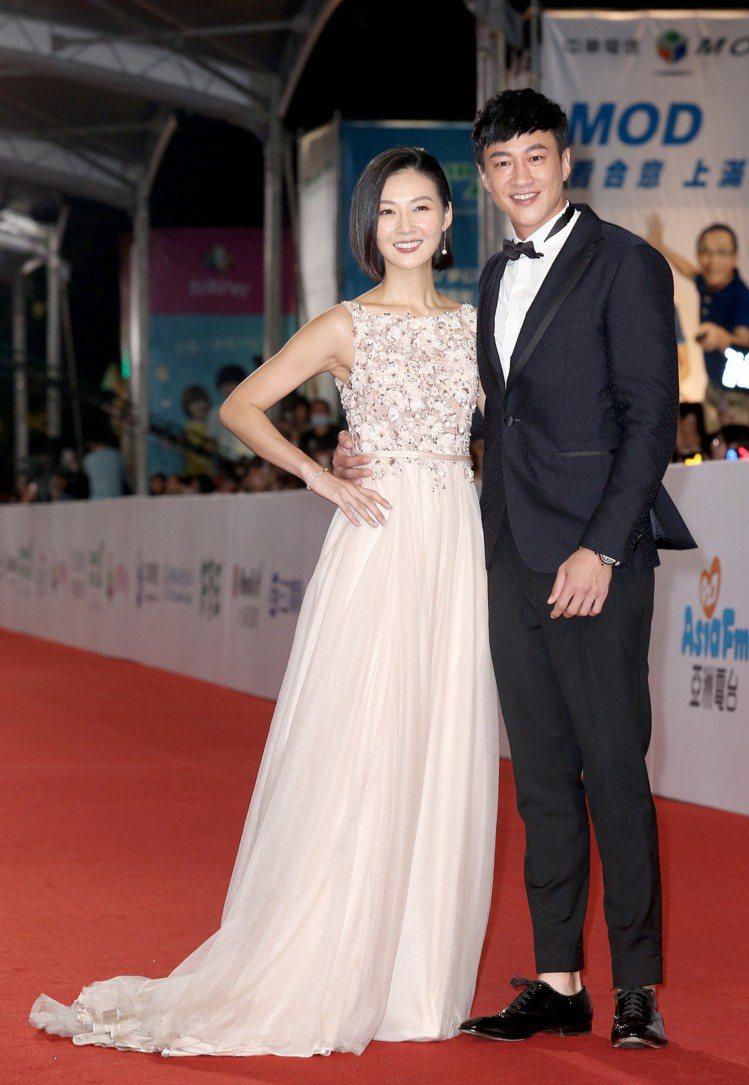 何潤東(右)與老婆林姵希(左)走星光大道。何潤東穿Ferragamo西裝,配戴卡...