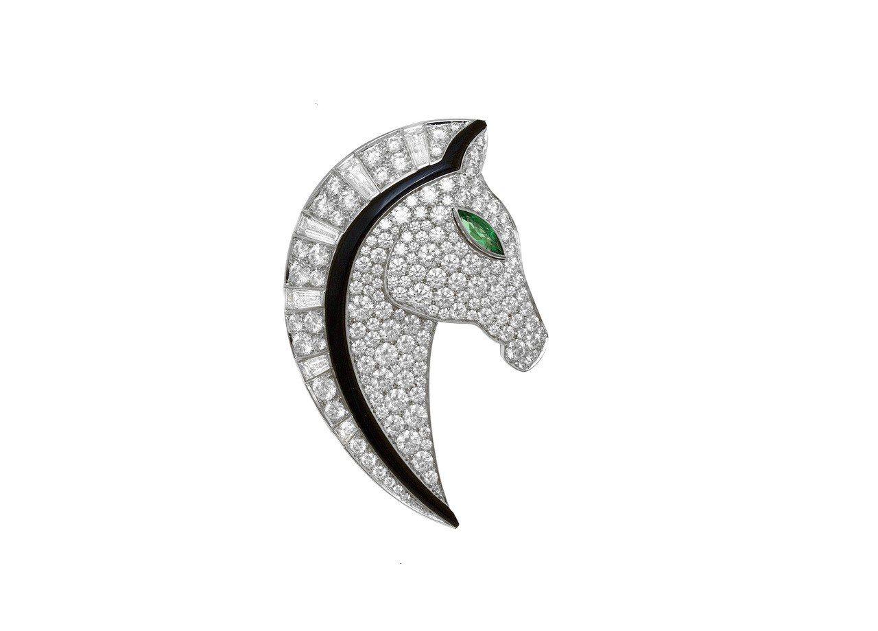 李國毅配戴BVLGARI FESTA系列頂級黑瑪瑙與鑽石馬頭造型胸針,白K金鑲飾...