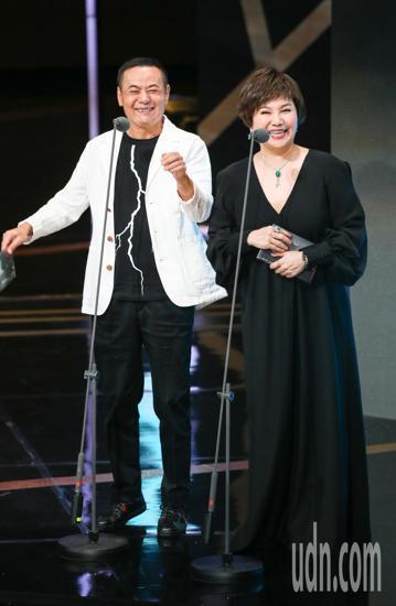 第53屆金鐘獎頒獎典禮在國父紀念館舉行,蔡振南與唐美雲擔任頒獎人。