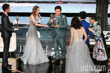 第53屆金鐘獎頒獎典禮在國父紀念館舉行,胡瓜、阿翔、謝忻獲綜藝節目主持人獎。