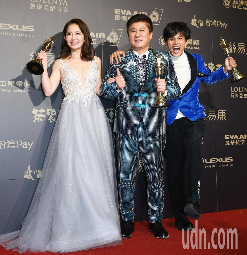 第五十三屆金鐘獎,謝忻(左起)、胡瓜、阿翔獲綜藝節目主持人獎。記者王騰毅/攝影