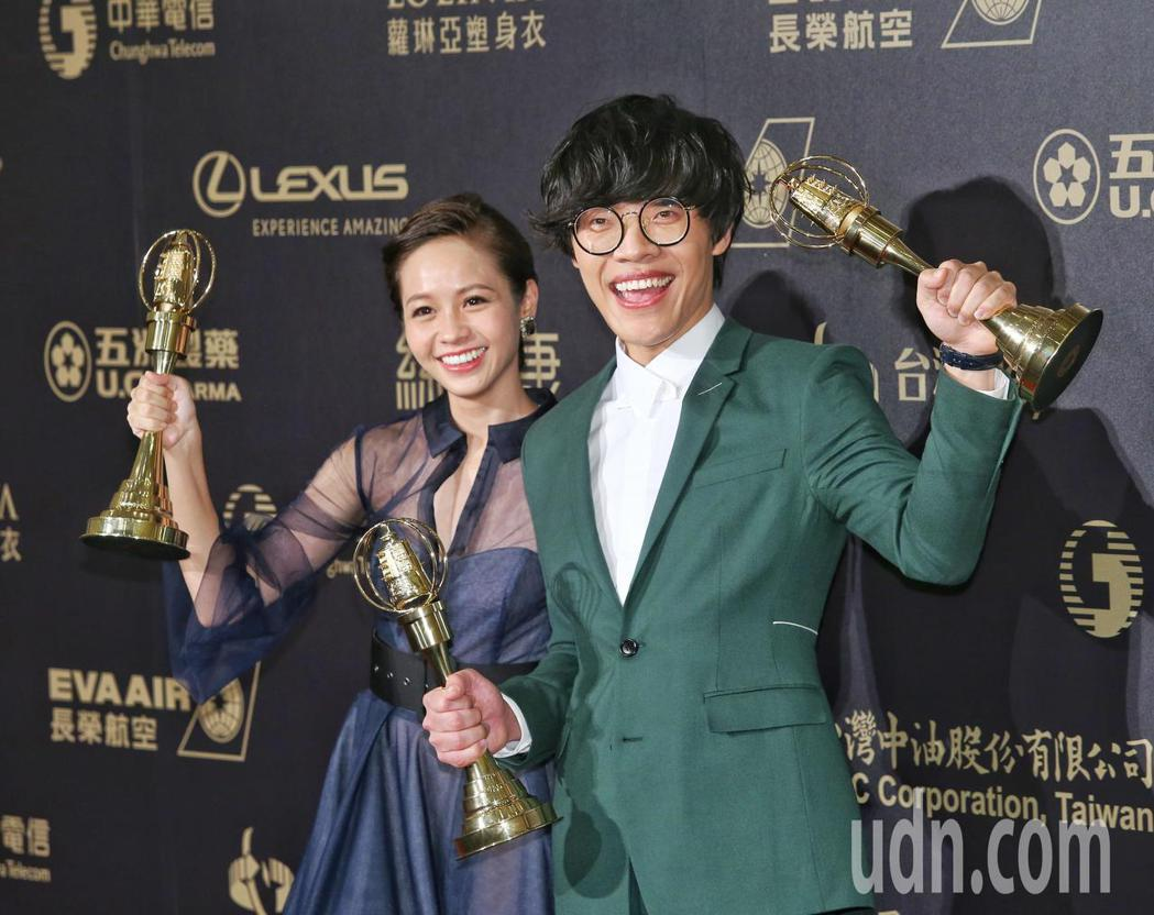 盧廣仲(右)、黃姵嘉(左)一同合影。記者鄭清元/攝影