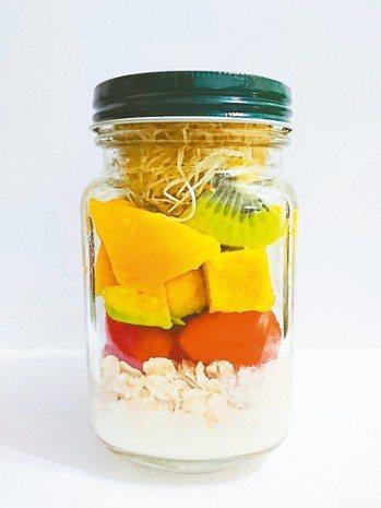鮮果優格沙拉(補充每日水果及乳品類攝取) 圖/蔡彥如 營養師