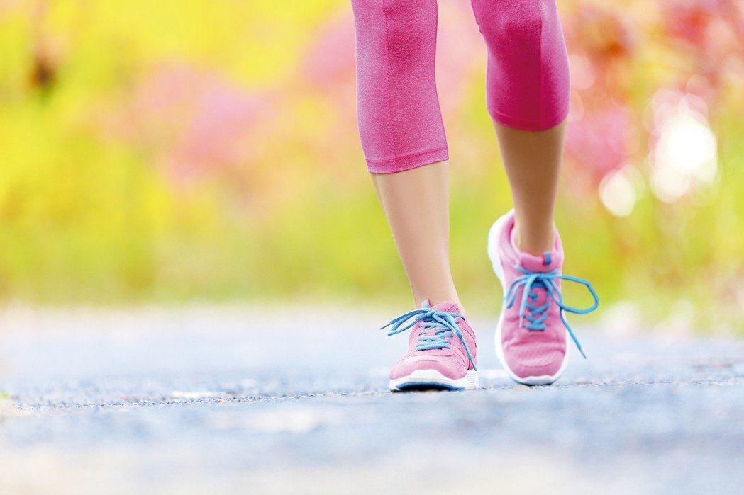 「關節退化好痛,為什麼醫師還叫我運動?」這是許多退化性關節炎患者心中共同的疑問。...