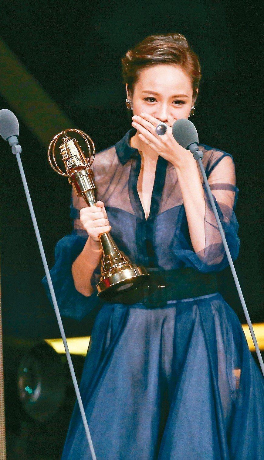 黃姵嘉獲戲劇節目女主角獎。 記者林澔一/攝影