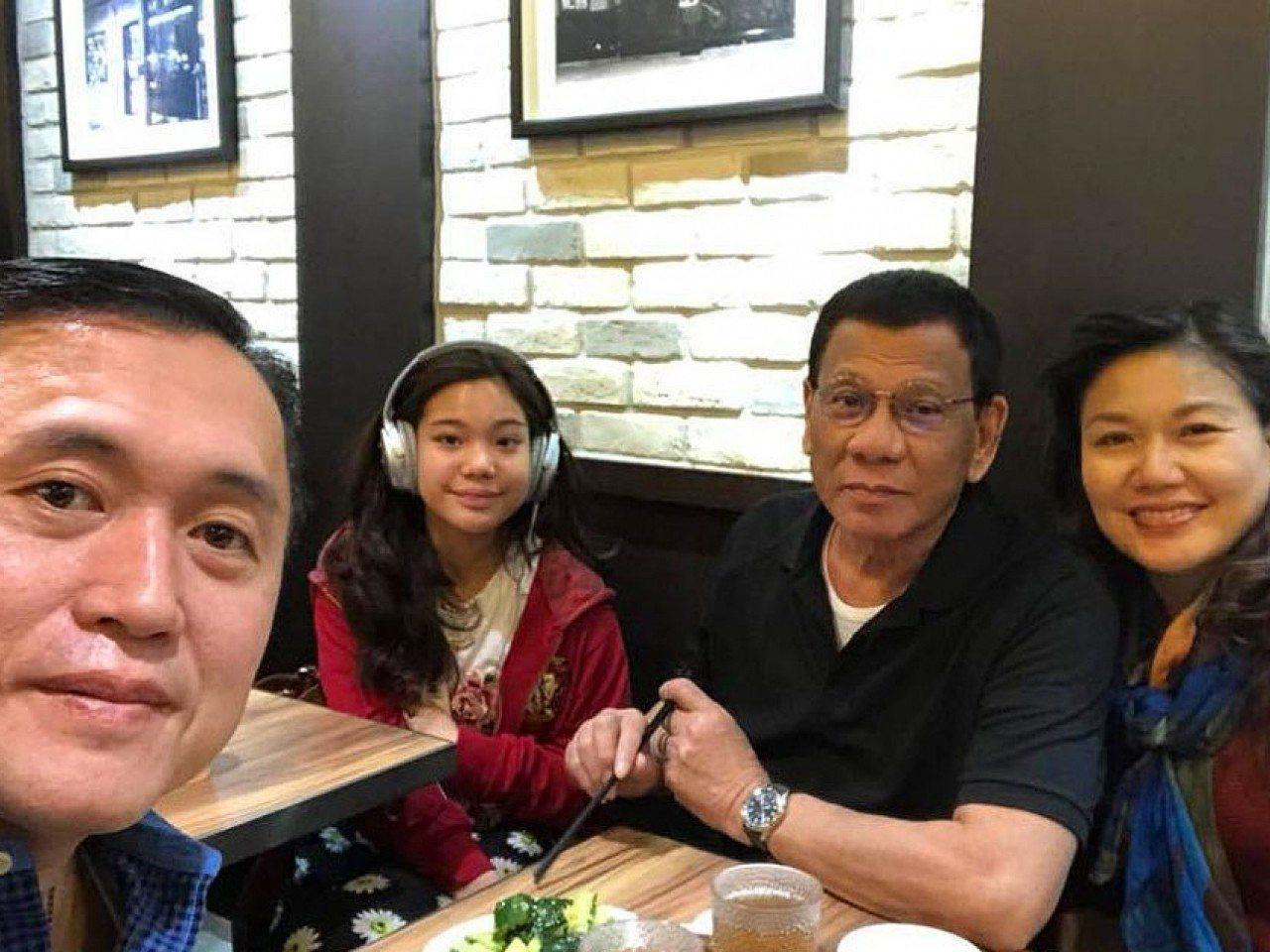 杜特爾特與家人訪港,在銅鑼灣逛時裝店及吃飯。圖擷自臉書