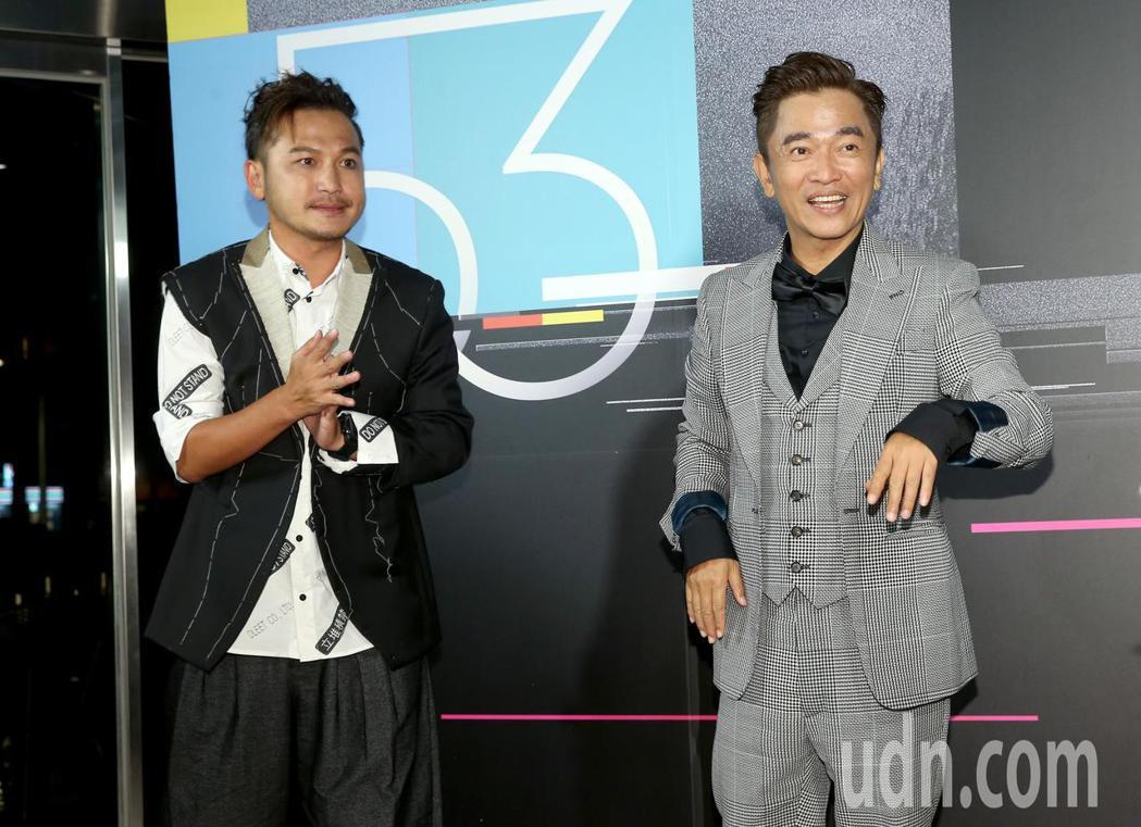 KID(左)與吳宗憲(右)獲第53屆金鐘獎益智及實境節目主持人獎,在三立慶功宴上...
