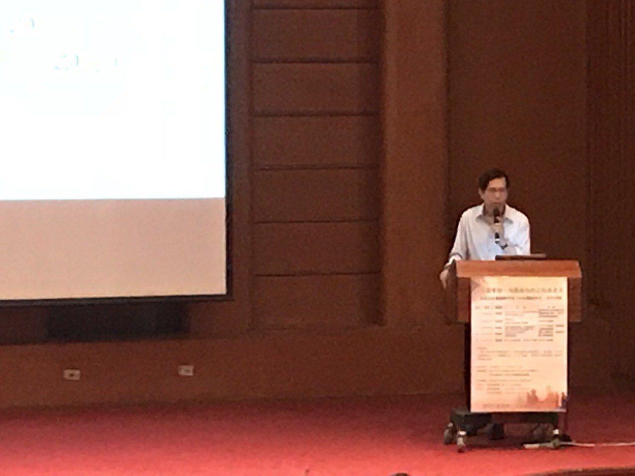 實踐大學講座教授陳超明今天在國家圖書館以「偏鄉地區的英語教育:創新與收穫」為題進...
