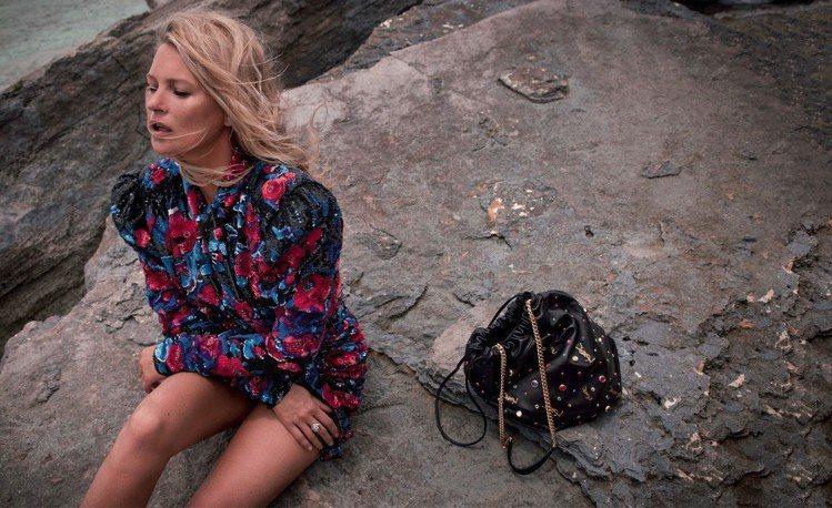 SAINT LAURENT聖羅蘭全新推出TEDDY背袋,將九○年代曾掀起流行的束...