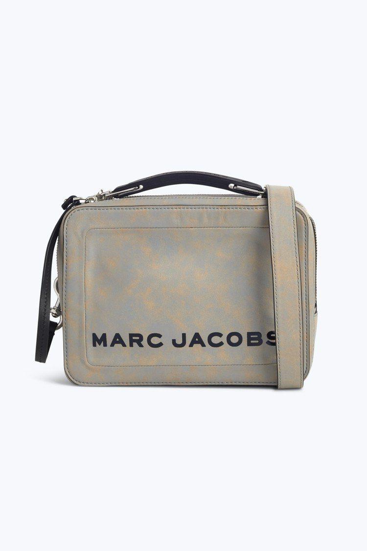 岩石灰The Box包,17,900元。圖/Marc Jacobs提供