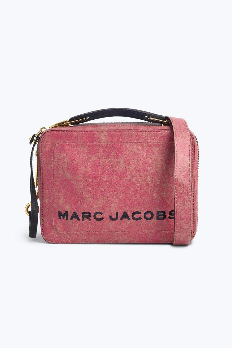 玫瑰粉灰The Box包,17,900元。圖/Marc Jacobs提供