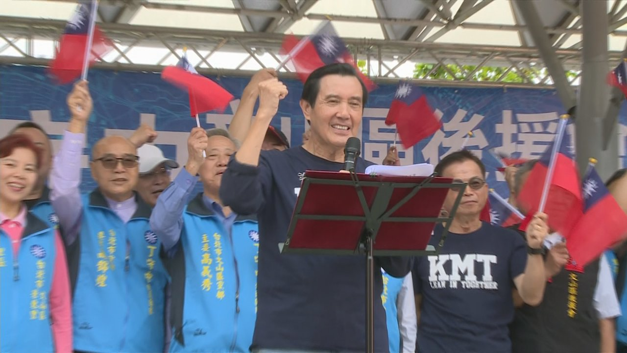 前總統馬英九今天(7日)上午至文山區,為國民黨台北市長參選人丁守中站台造勢。但是...