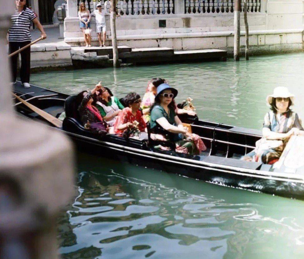 布魯克林貝克漢日前在義大利旅遊,居然在自己公開的IG帳號上放了他所拍攝的亞洲遊客...