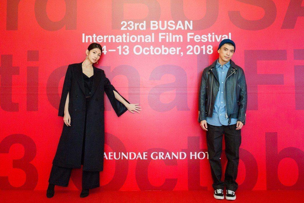 李千娜(左)、林哲熹(右)出席釜山影展,獲得韓國影迷熱情回應。圖/貴金提供