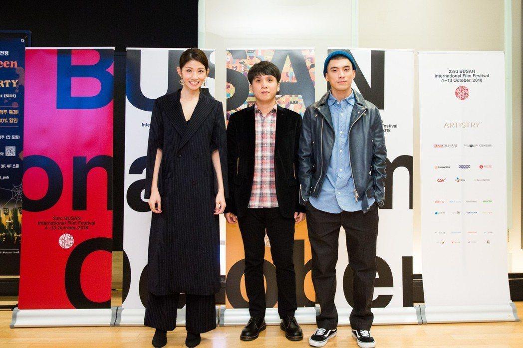 李千娜(左起)、導演洪子烜以及林哲熹出席釜山影展,獲得韓國影迷熱情回應。圖/貴金...