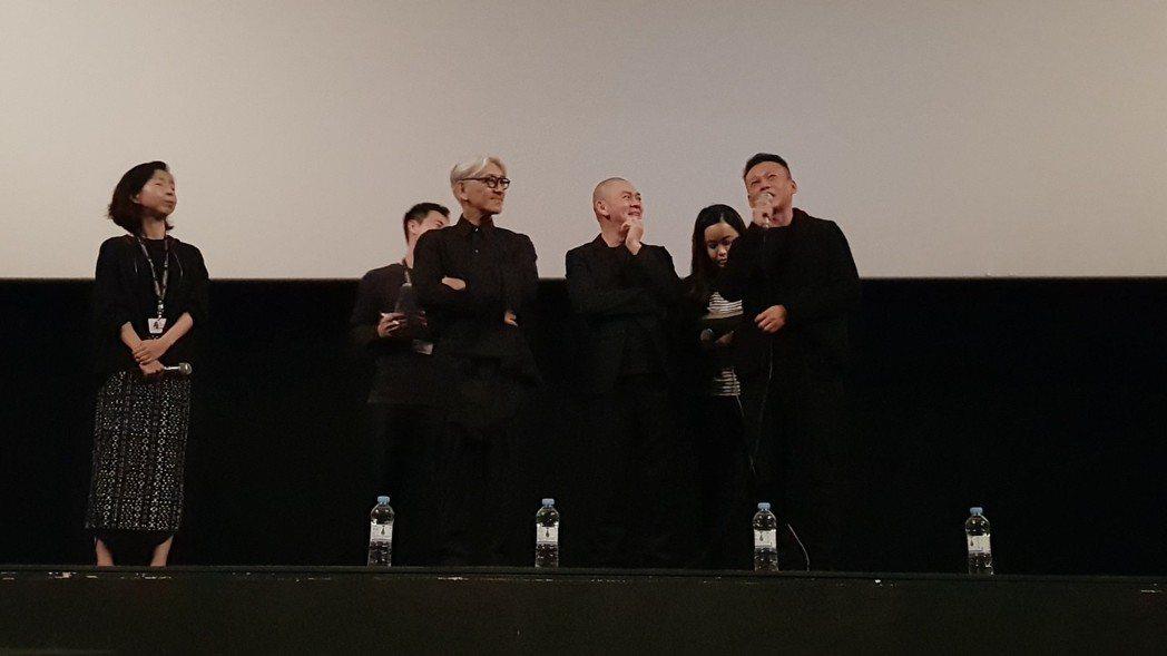 蔡明亮(中)、李康生(右)出席釜山影展映後座談。圖/汯呄霖提供