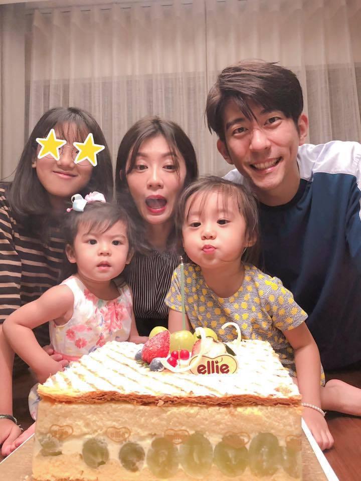 賈靜雯與家人共度生日。圖/摘自臉書