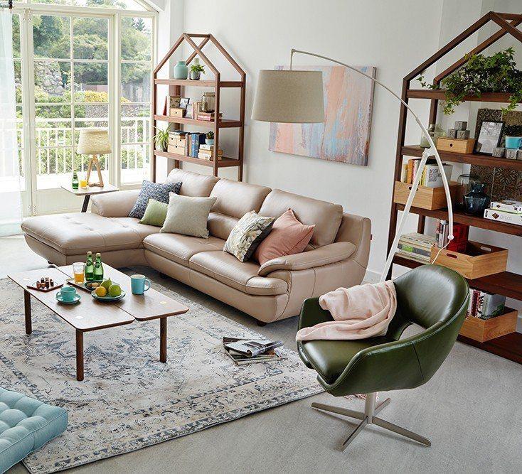 HOLA本季推出單人椅及輕薄型沙發選擇。圖/HOLA特力和樂提供