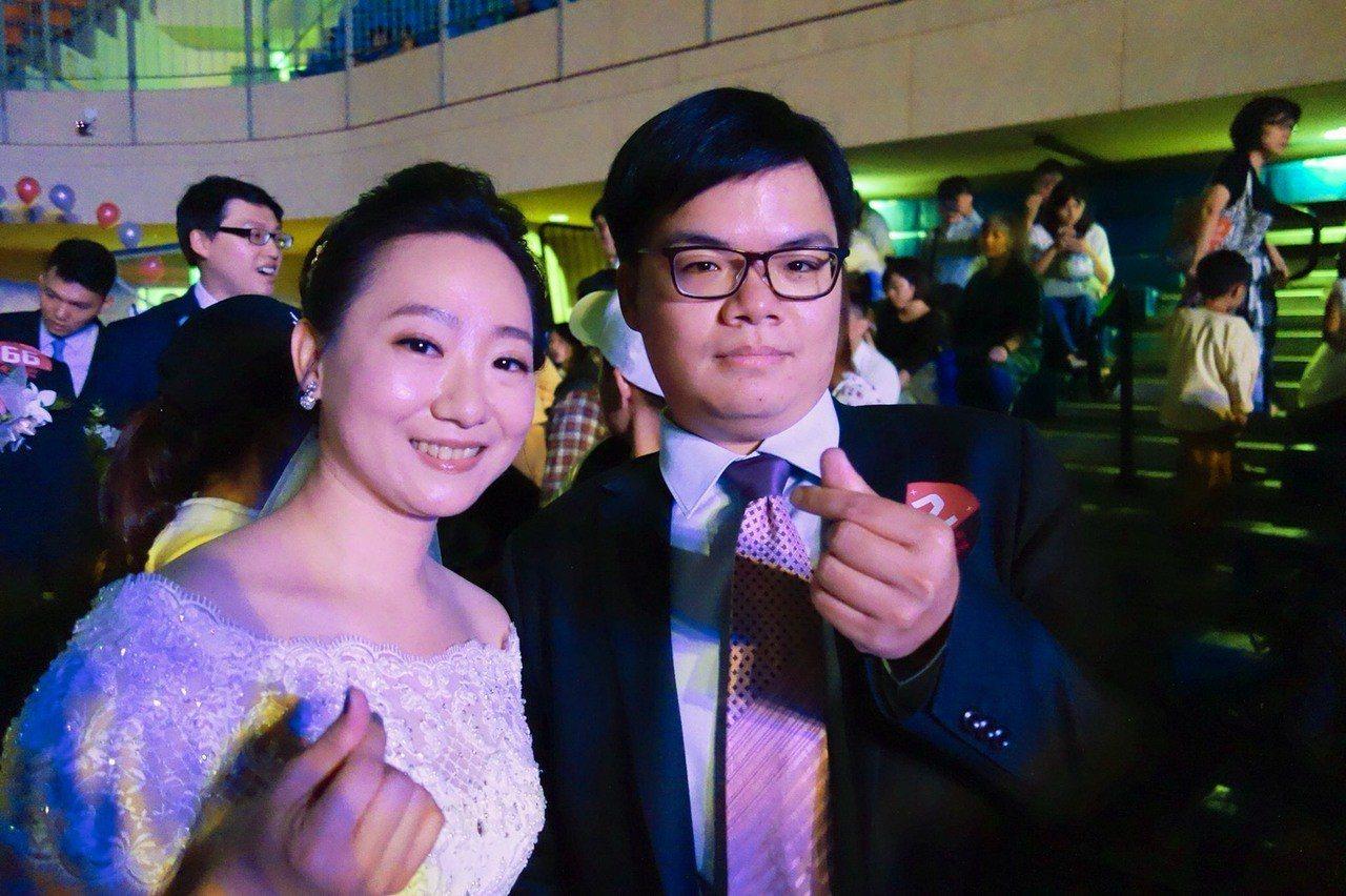 新人呂臻曄(右)、江韋葶(左)則是因為「詐騙集團」而相識。 記者邱瓊玉/攝影