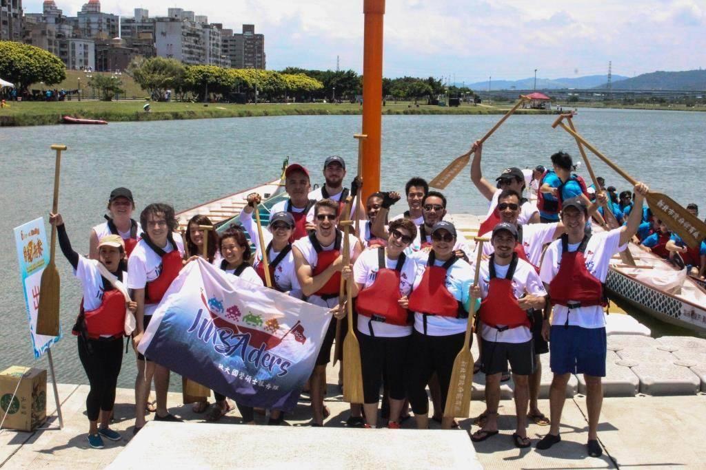 政大國際化的IMBA龍舟隊,每年都是龍舟競賽的焦點。政大IMBA/提供
