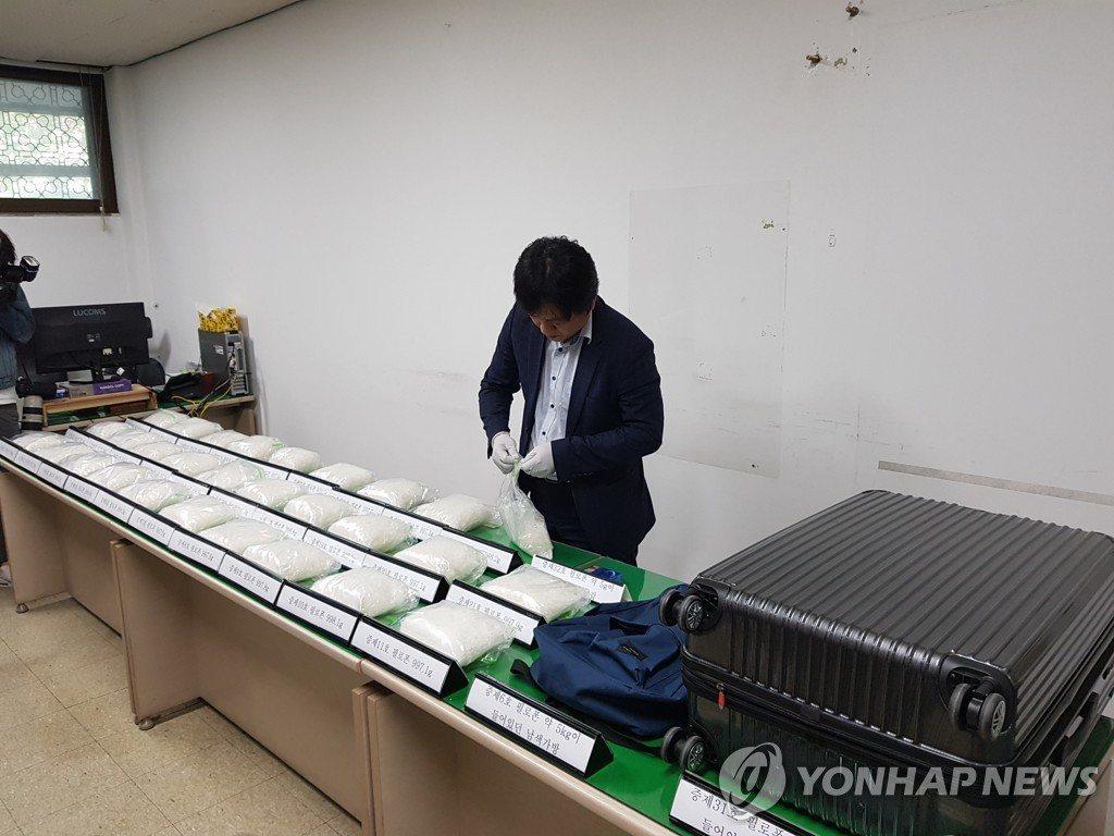 南韓破獲從台灣透過仁川及金浦機場走私的62.3公斤安非他命,目前已逮捕並起訴20...