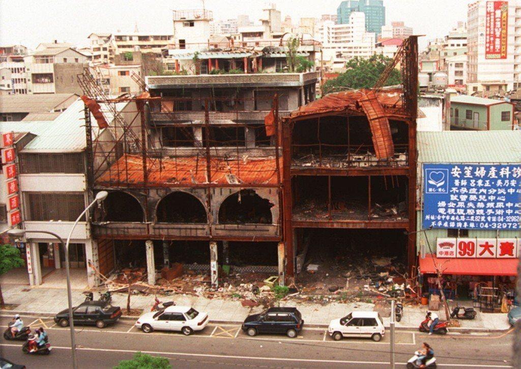 23年前衛爾康餐廳火災過後景像。 報系資料照