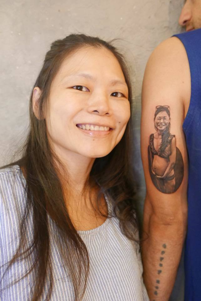 吳鳳將老婆孕婦比基尼照刺在手臂上。圖/擷自吳鳳臉書