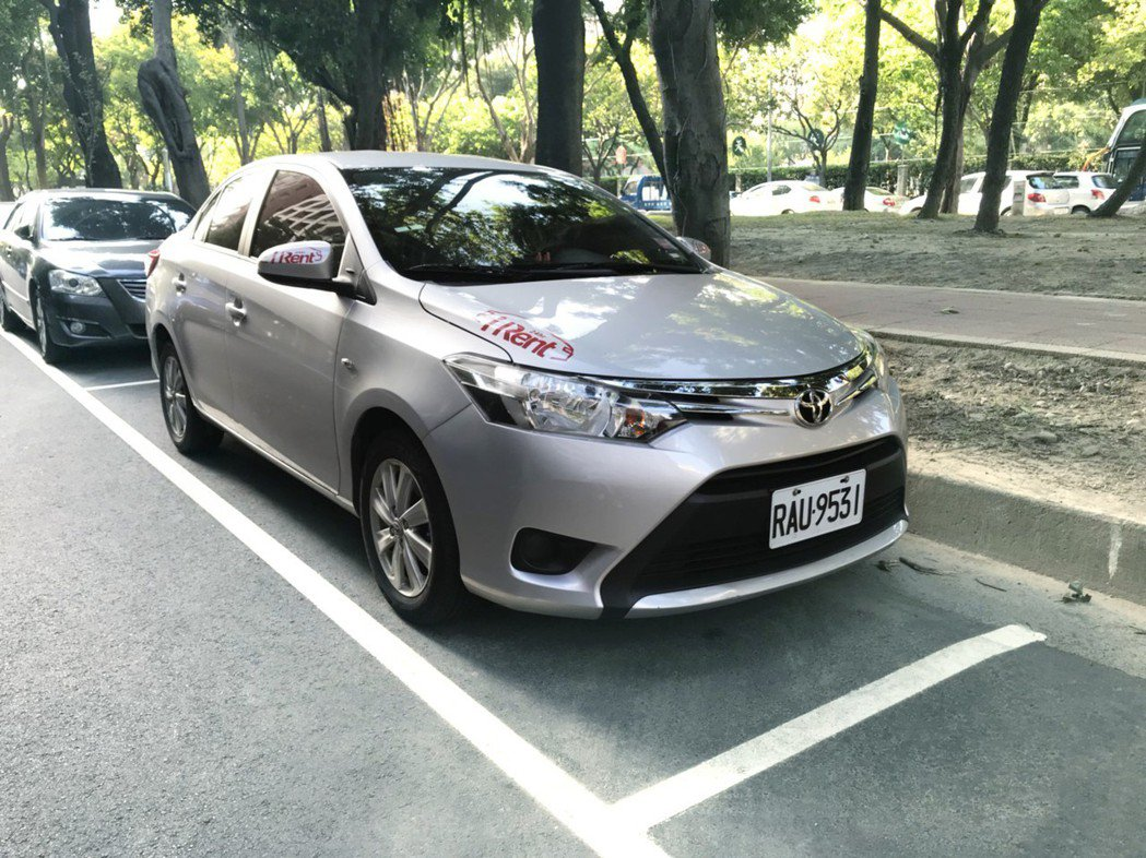 iRent租車率先推出「路邊隨租隨還」,台北市將於10月8日起實施。 圖/和運租...