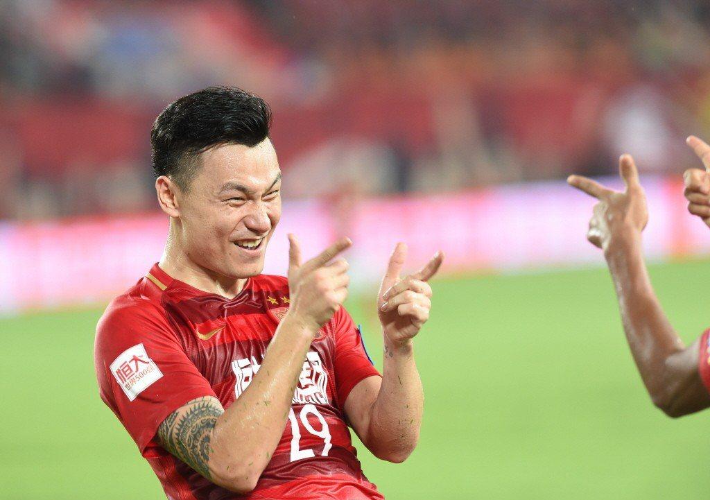 中國足協跟隨娛樂圈的腳步,以健康文化教育為由,今年初起頒布禁刺青令。圖為有刺青球員郜林。 圖/新華社