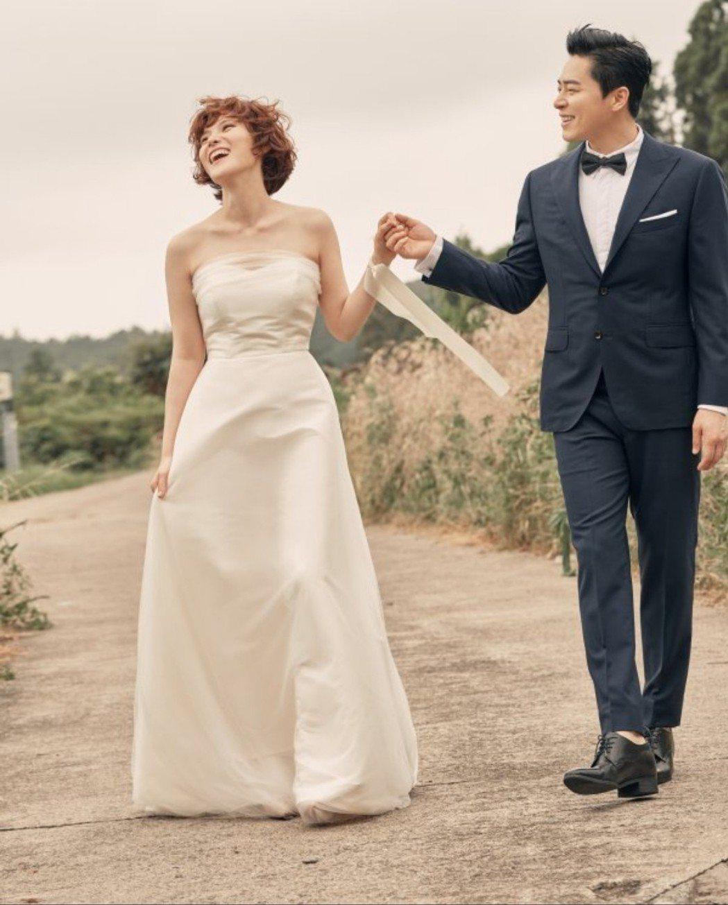 GUMMY和曹政奭的婚紗照生動自然。圖/摘自東亞日報