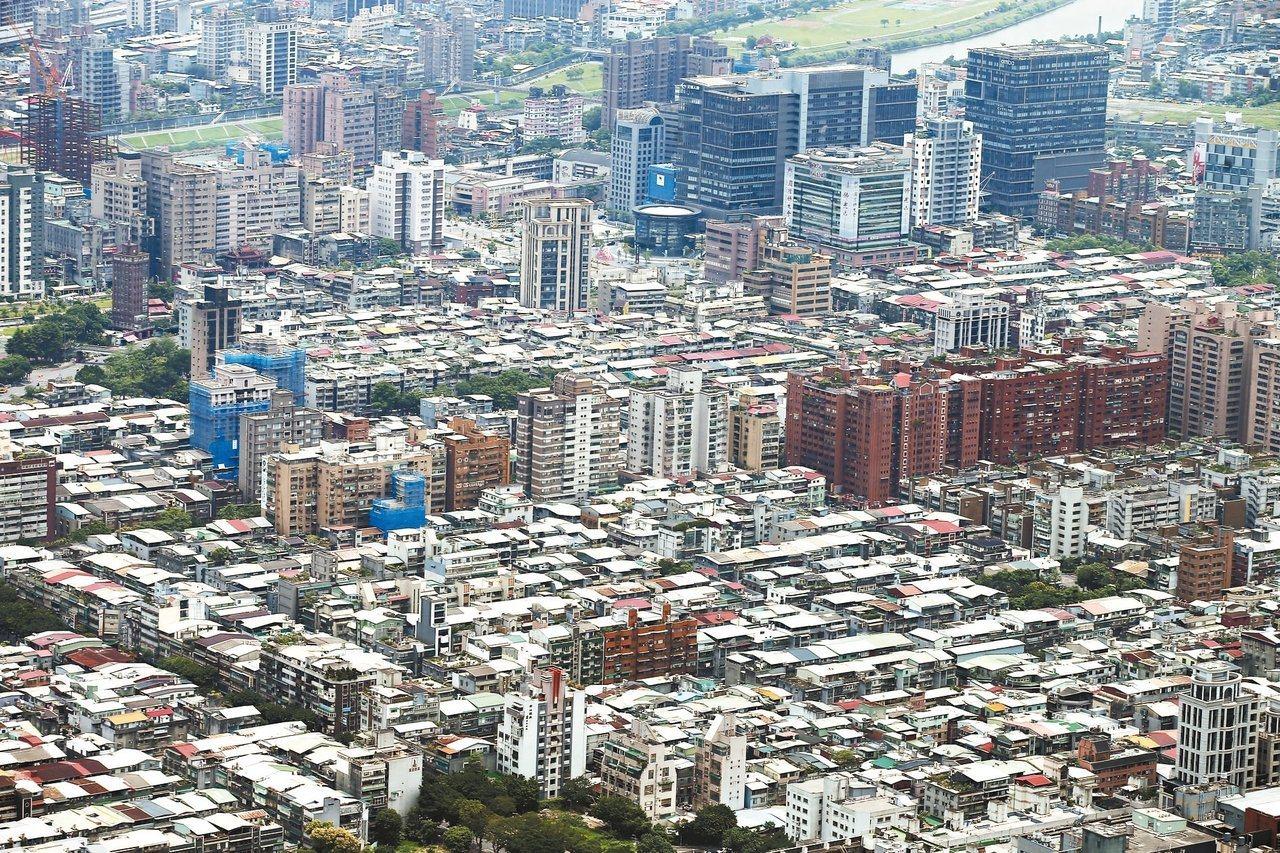 台北市議會今二讀通過「台北市都市更新自治條例」第15條第3項修正案,今將送三讀,...