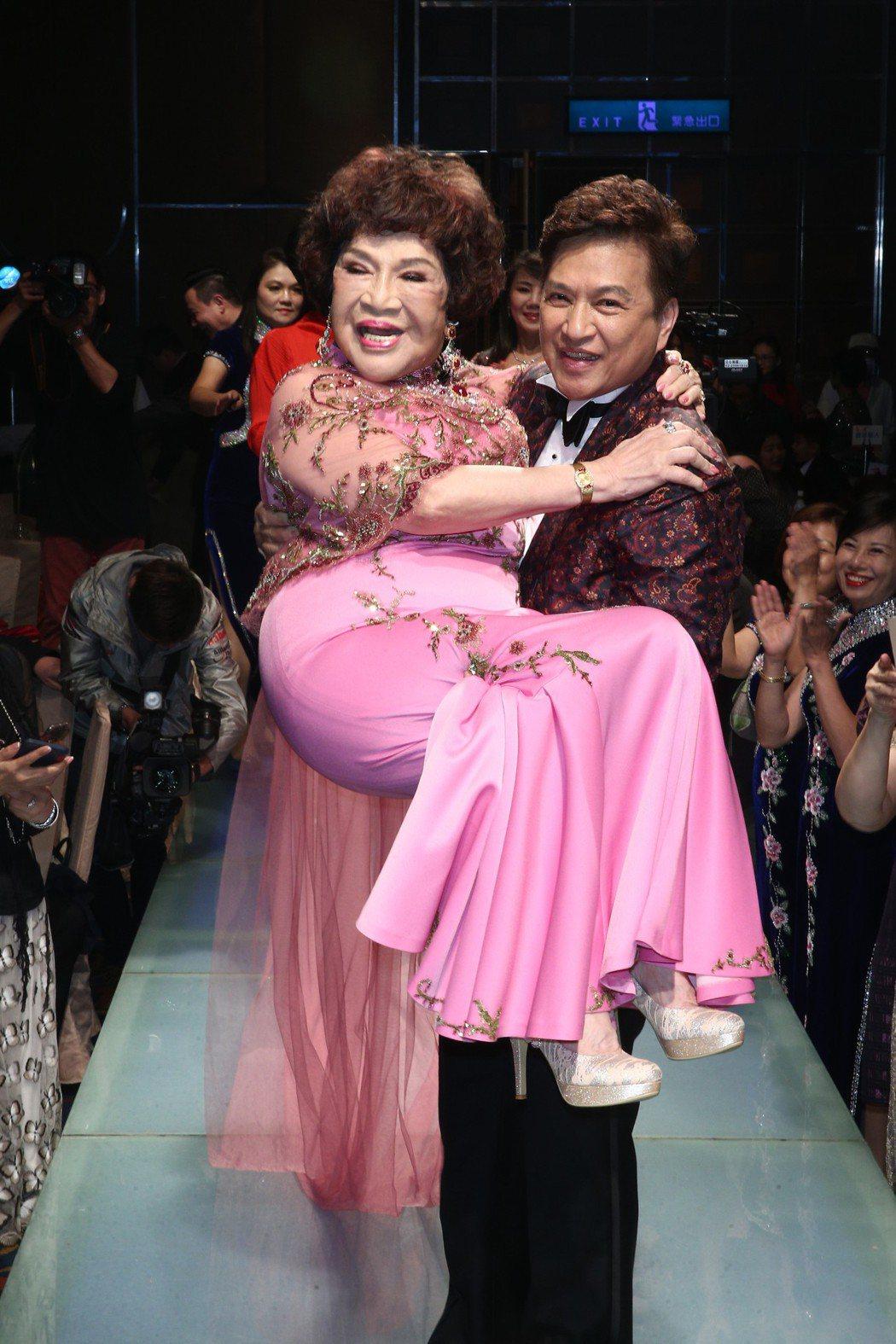 周遊、李朝永婚禮甜送公主抱。記者蘇健忠/攝影