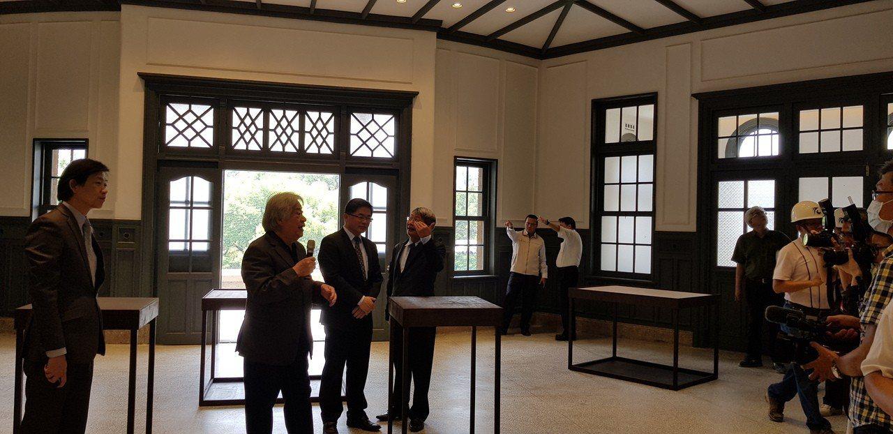 台南市代理市長李孟諺(左三)昨天前往即將開館的美術館一館參觀。 記者修瑞瑩/攝影