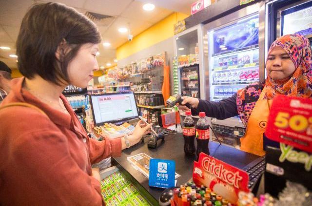 愈來愈多大陸民眾利用移動支付在海外購物,中國大媽表現十分亮眼,大陸民眾最愛買化妝...
