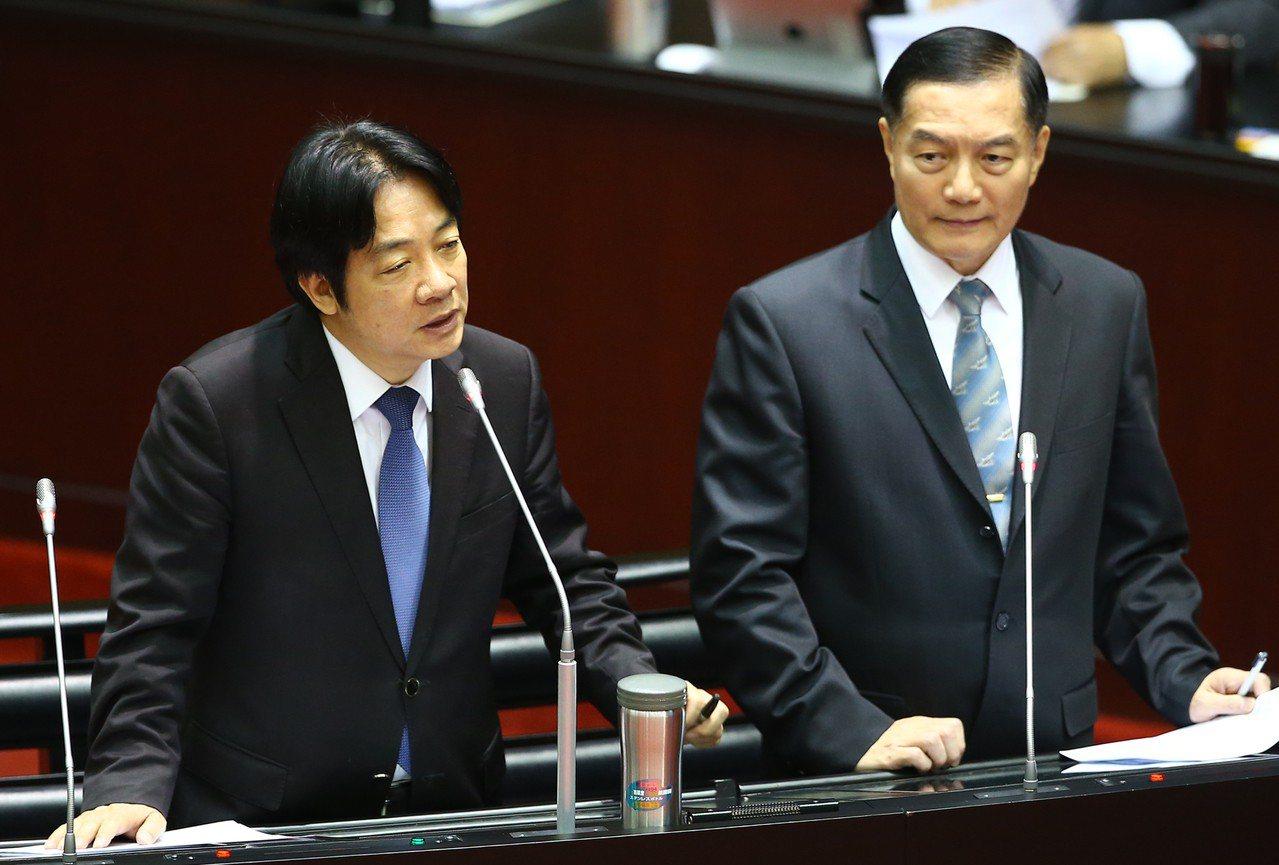 行政院長賴清德(左)上午在立法院備詢。記者曾學仁/攝影