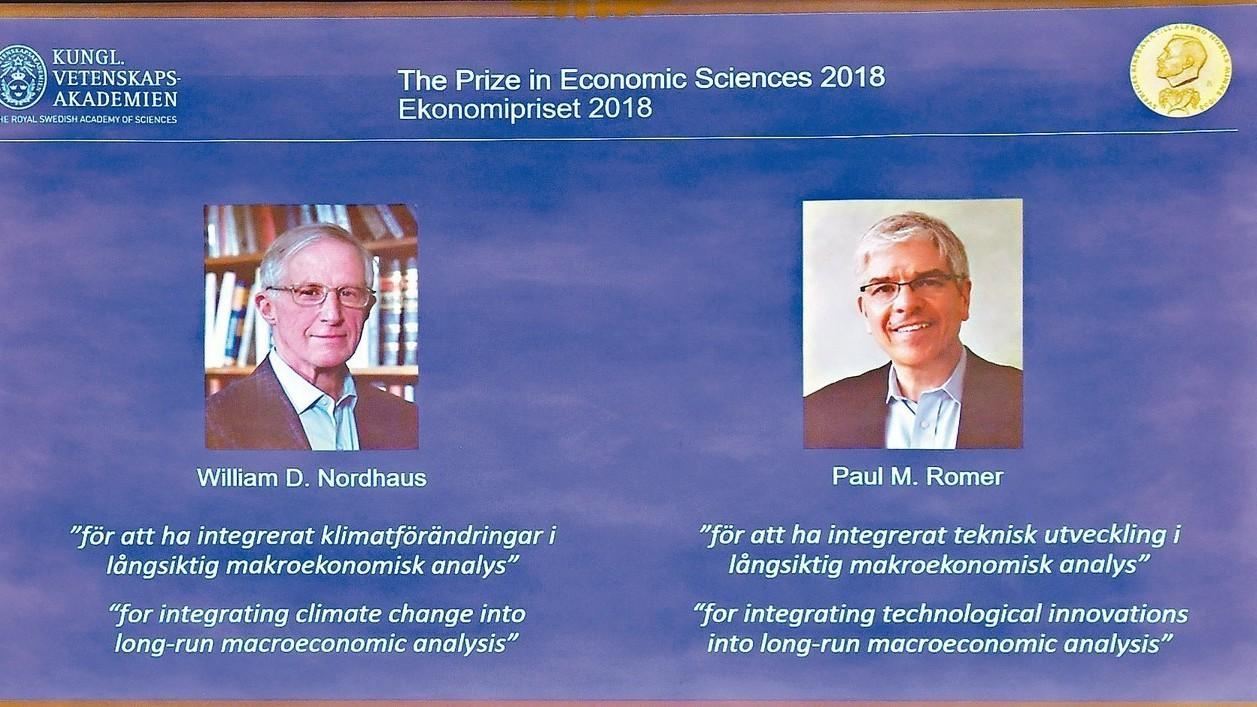 2018年諾貝爾經濟學獎桂冠得主揭曉,由耶魯大學教授威廉.諾德豪斯(左)和前世銀...