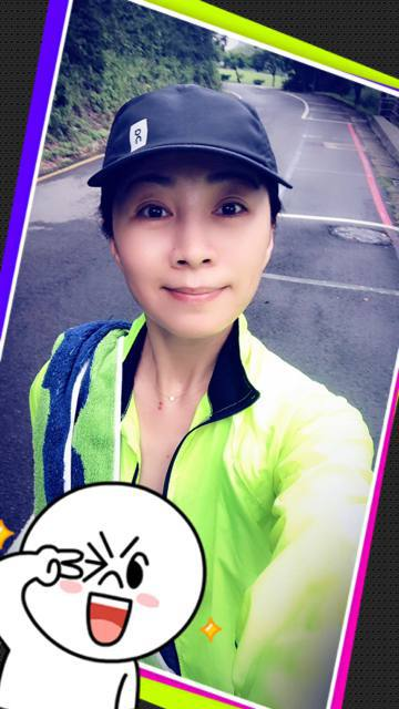 周潤發這兩天來台灣宣傳電影《無雙》,每天一早都準時出門跑步,還引發媒體爭相採訪,而方文琳在臉書大讚這樣的新聞給人好有朝氣的感覺。53歲的方文琳也是熱愛跑步運動的人,平常不時會在臉書上分享跑步的照片,...