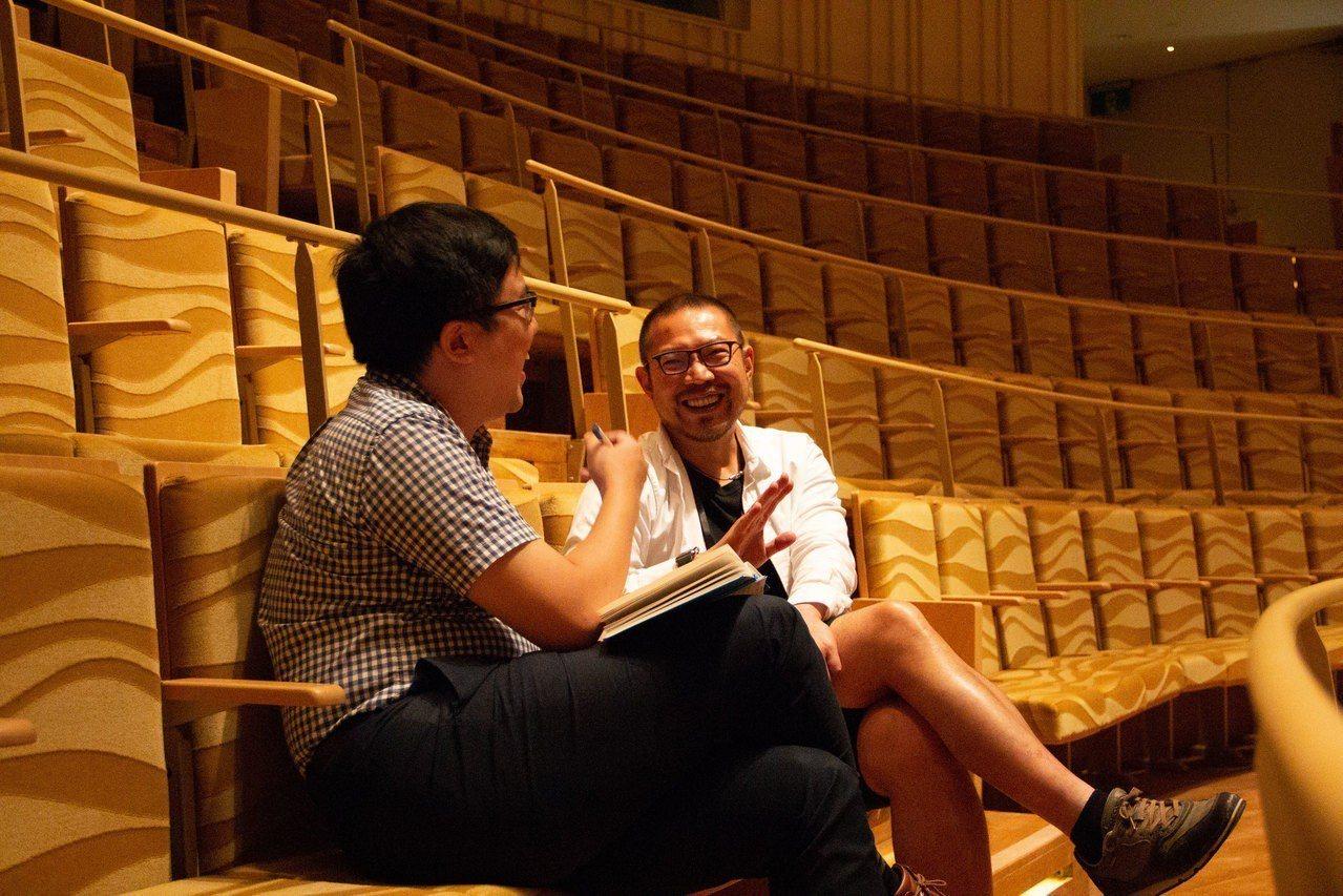 ▲在輕鬆風格的言談裡,簡文彬分享許多對於臺灣表演藝術界的深刻看法