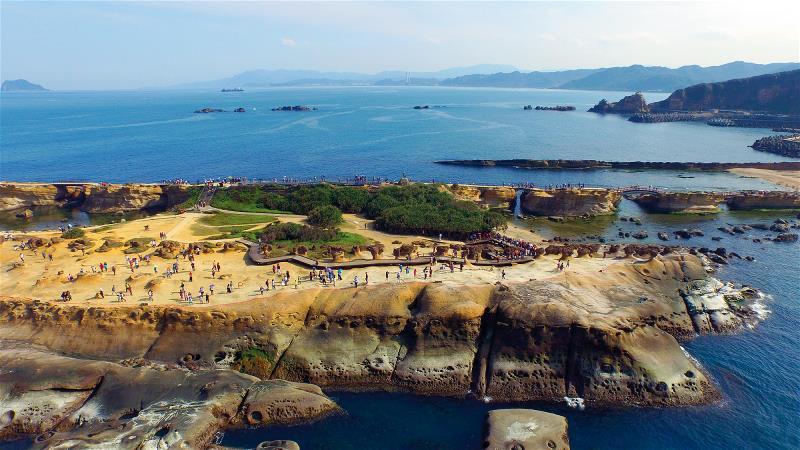 占地24公頃的野柳地質公園,最近幾年來,一年遊客數約達250萬人。