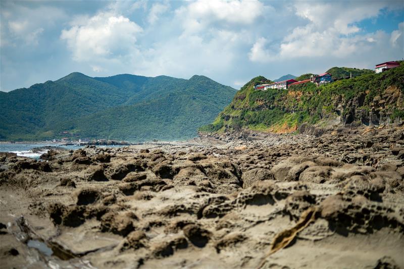 鼻頭角在東海與太平洋的交界處,而鼻頭國小就位在鼻頭角的半山腰上,是台灣面向太平洋...