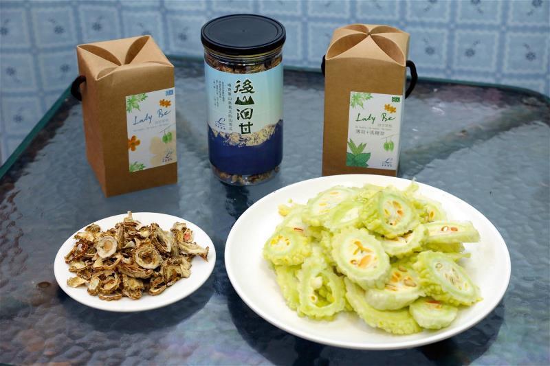 山苦瓜可以切片做精力湯,可以烘乾做成苦瓜茶。