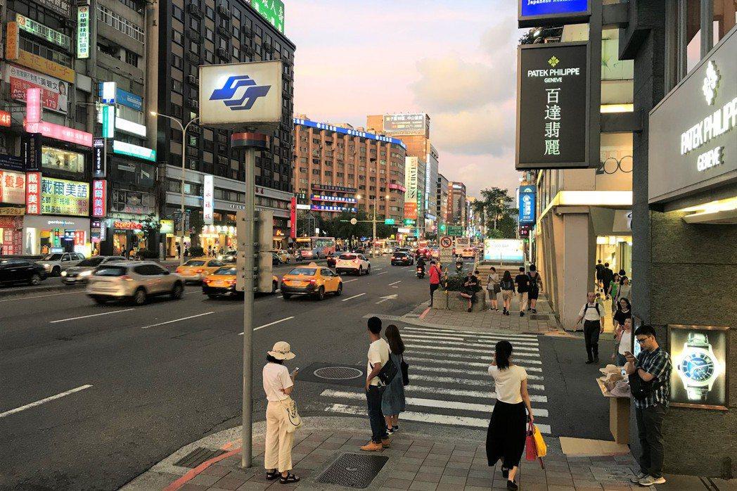 東區商圈。    記者游智文/攝影