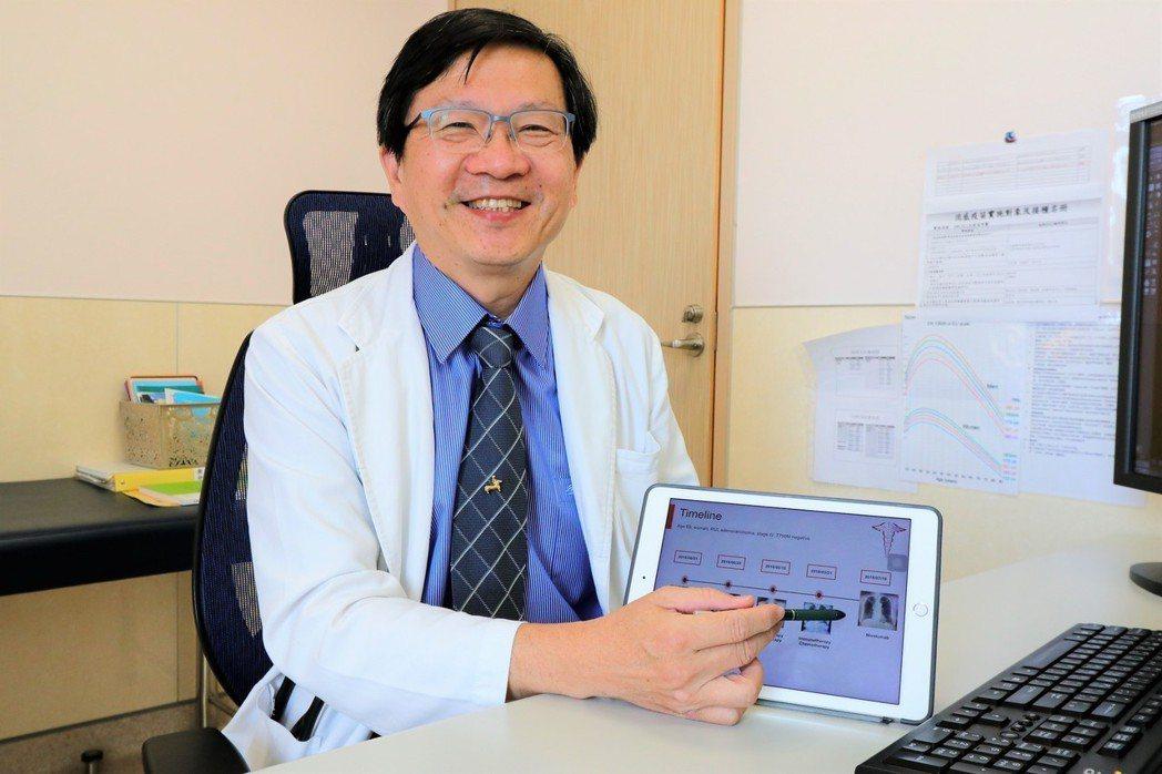 亞洲大學附屬醫院胸腔內科顧問醫師夏德椿指出,婦人接受免疫療法後對治療恢復信心。圖...
