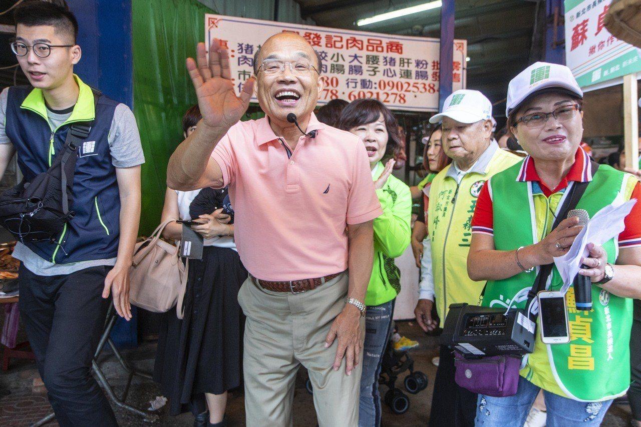 民進黨新北市長參選人蘇貞昌今上午前往林口藝術商街市場掃街。記者王敏旭/攝影