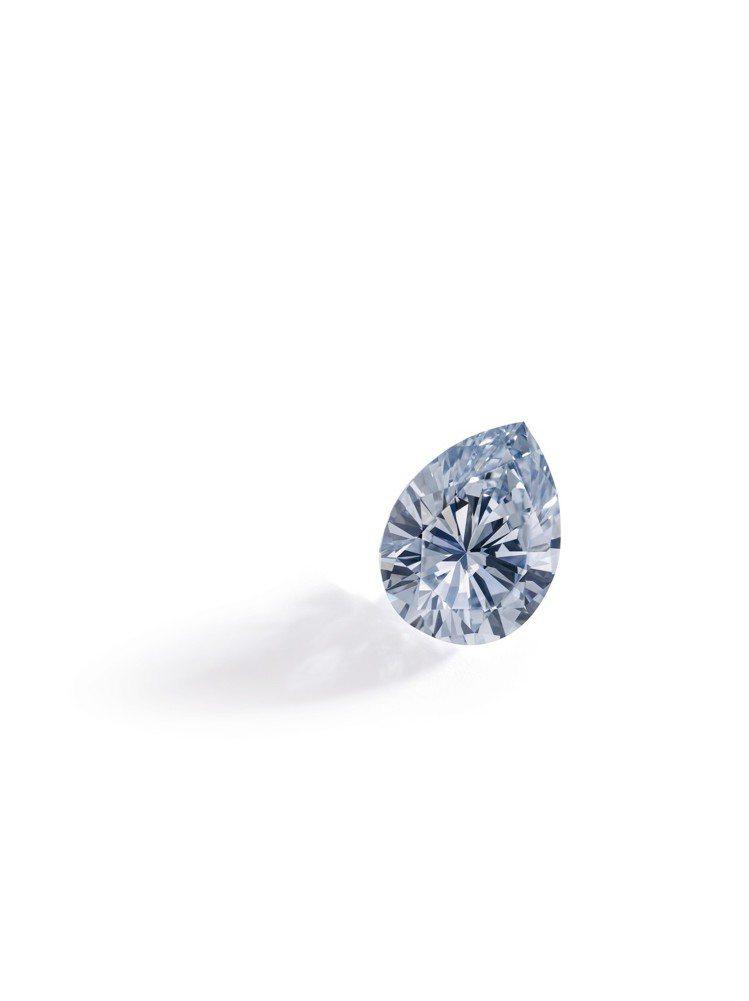 蘇富比秋拍中,一枚3.47 卡拉梨形濃彩藍色鑽石戒指,以 約9,530萬元成交。...