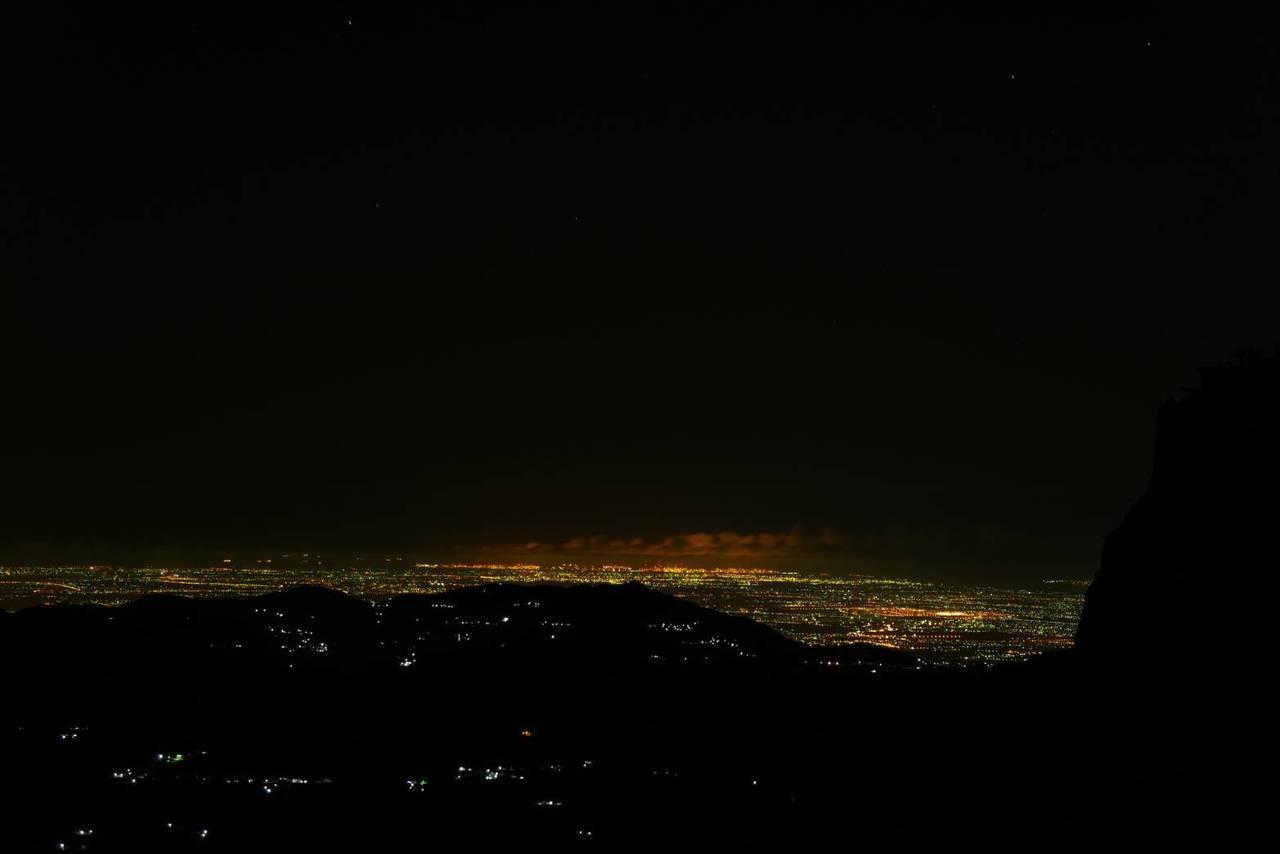 幸運的遊客看得到二萬坪夜景。圖/戴岳樵提供