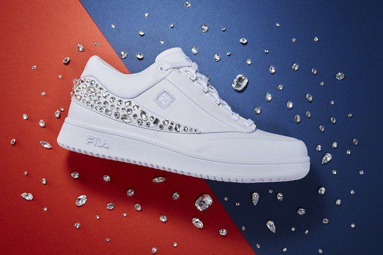 FILA施華洛世奇復古女鞋,全台限量36雙,約17,800元。圖/FILA提供