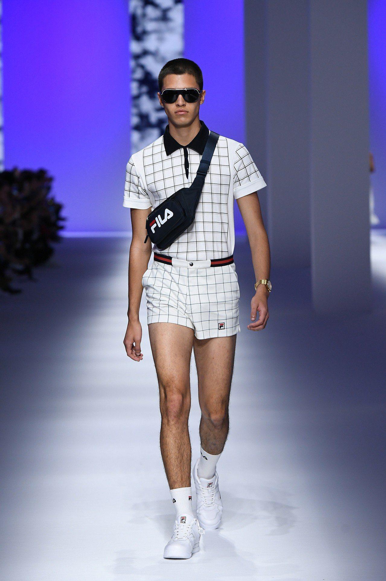 紅遍全球的老爹鞋款FILA DISRUPTOR 2,也在本次的米蘭時裝周升級版成...
