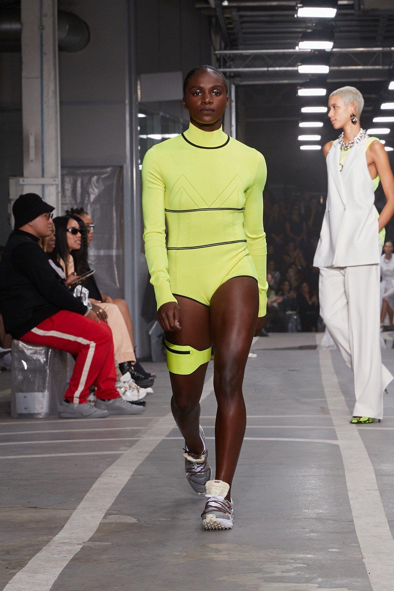 除了合作鞋款與服飾之外,Off-White還邀請了多位Nike贊助的女性田徑運動...